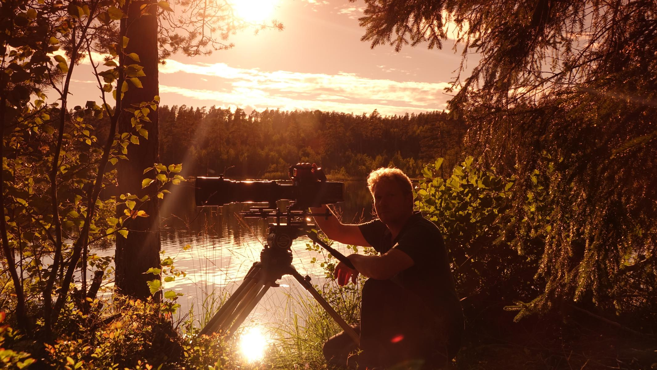 Tierfilmer und Naturfilmer Jens Klingebiel bei Dreharbeiten in Schweden