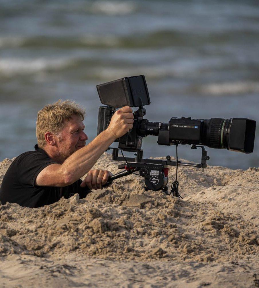 Tierfilmer Jens Klingebiel bei der Arbeit