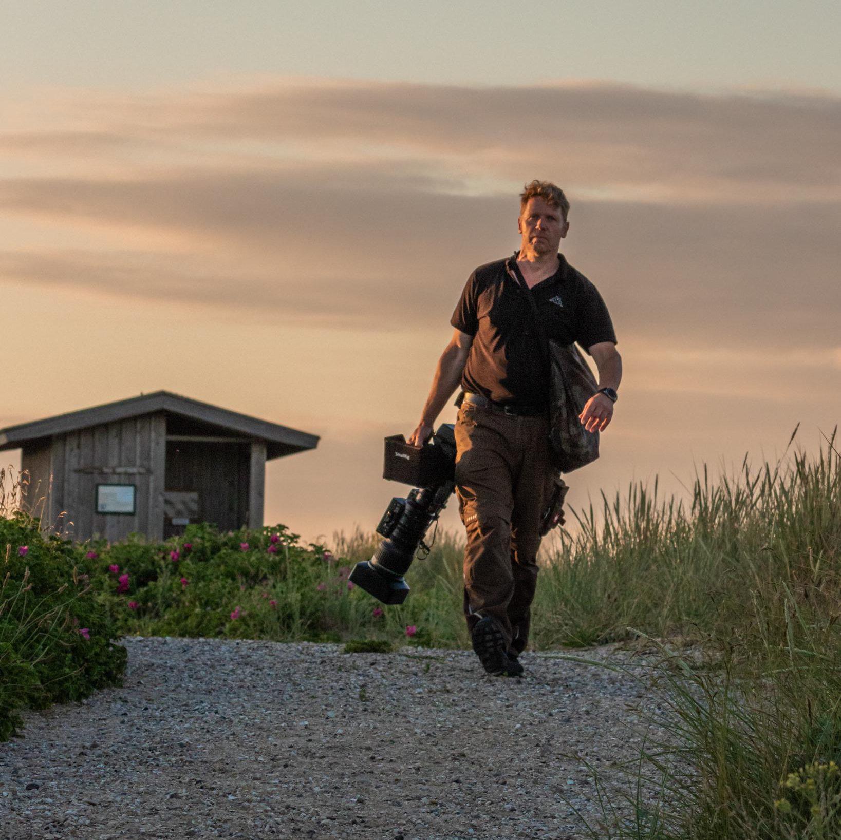 Tierfilmer Jens Klingebiel mit Kamera, Bild Martina Andres