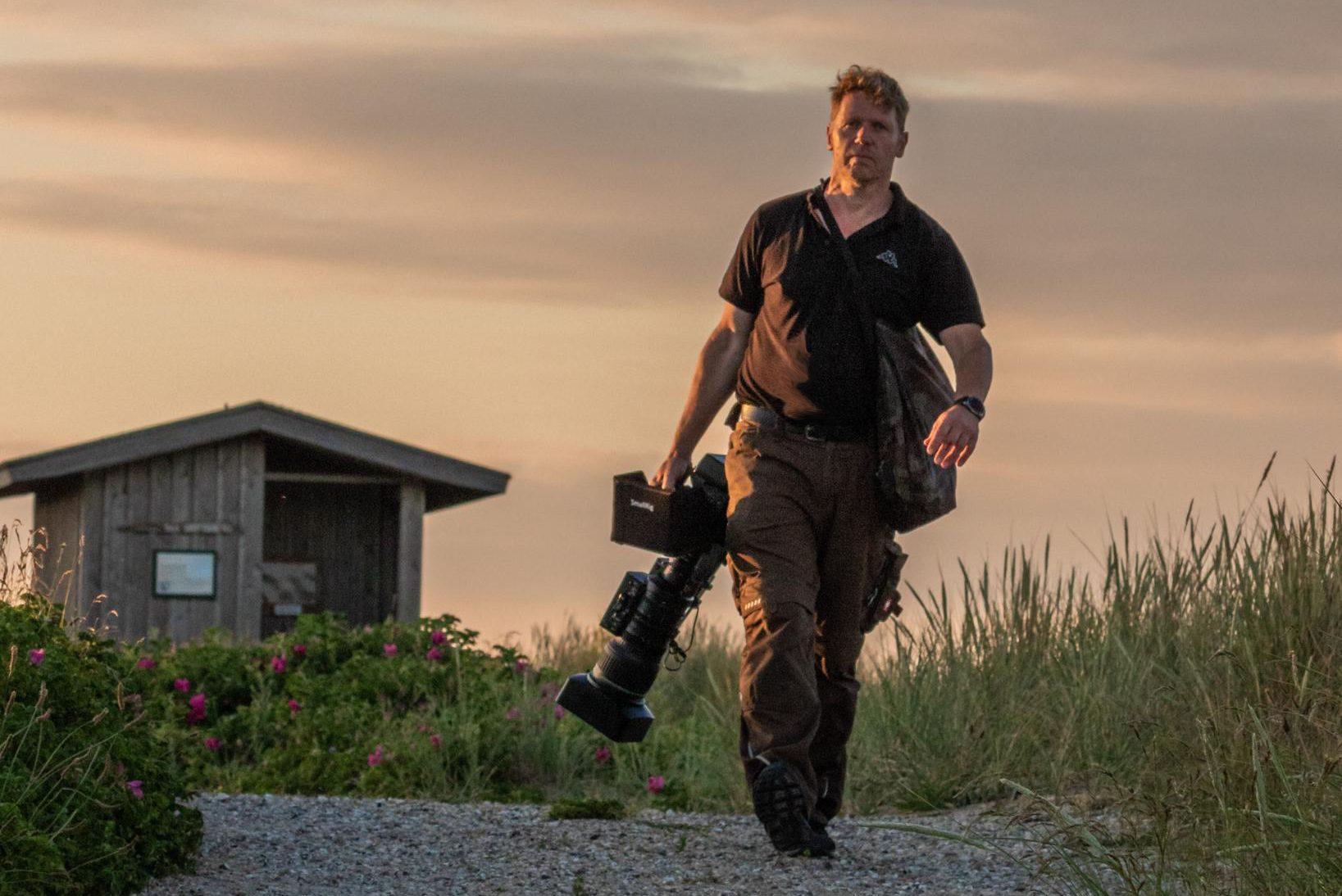 Tierfilmer Jens Klingebiel  mit Kamera